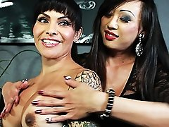 Hot Foxxy gets blowed in a salon